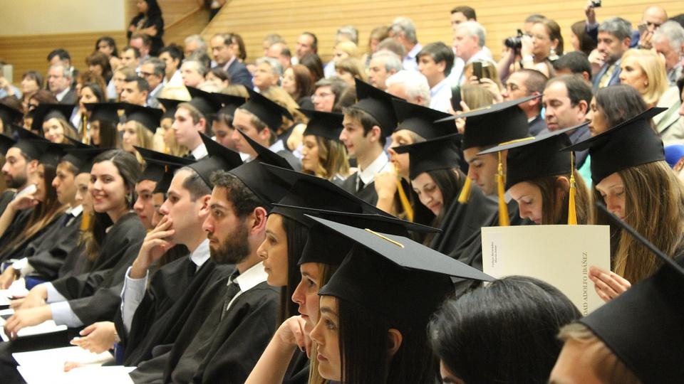 AGU: diploma de nível superior vale para cargos de nível médio técnico; formatura