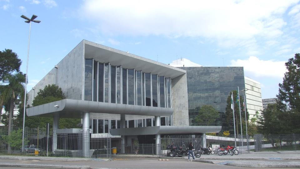 Aprovada a suspensão nos prazos de validade dos concursos PR: visão externa da Assembleia Legislativa do Paraná