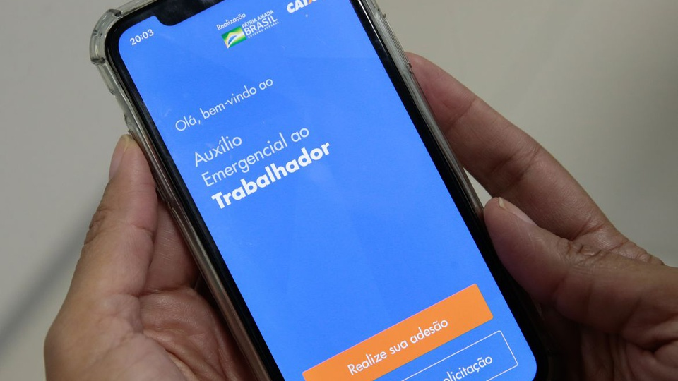 Contestação do auxílio emergencial negado em 2021: tela de celular com página aberta do auxílio emergencial