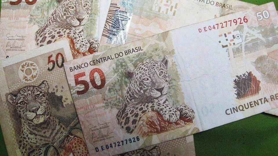 Auxílio de R$600 pode ser solicitado por quem recebe seguro-desemprego: notas de 50