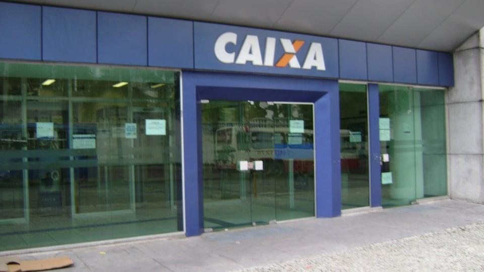 bancos suspendem atendimento presencial: a imagem mostra fachada de agência da caixa
