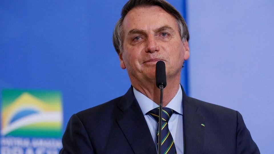 Reforma administrativa: bolsonaro falando ao microfone