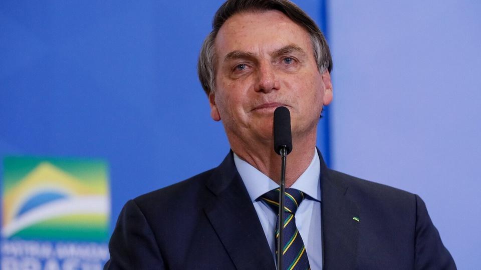 Bolsonaro congela os salários de servidores públicos até 2021