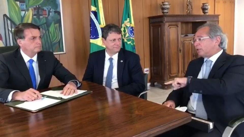Bolsonaro defende as privatizações e o teto de gastos, Bolsonaro, Paulo Guedes e Tarcísio Gomes de Freitas em reunião