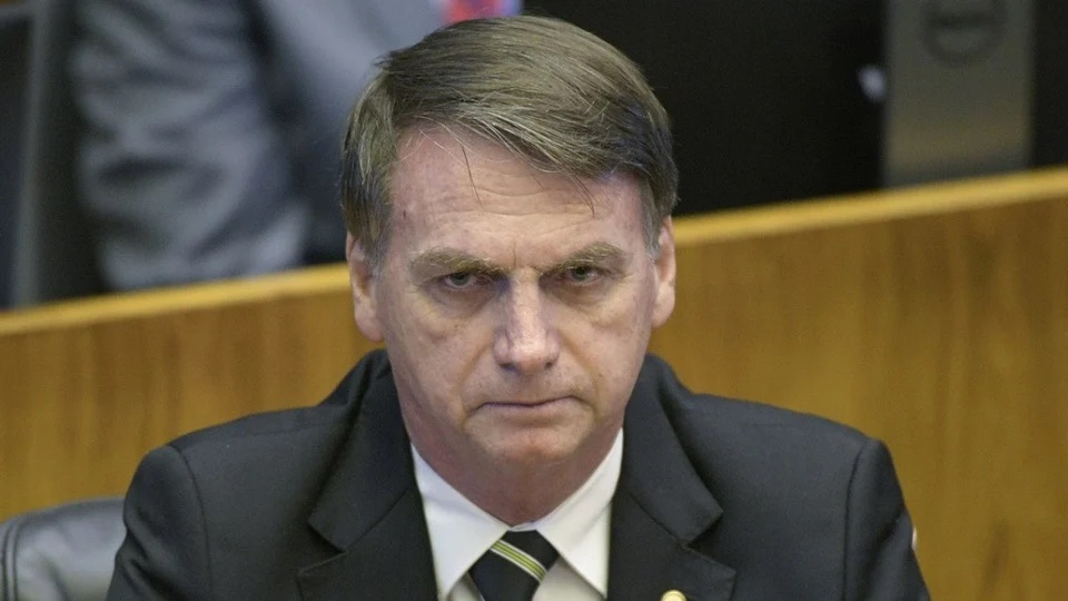 Prorrogação do auxílio emergencial em 2021: enquadramento em rosto de Jair Bolsonaro