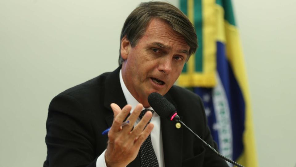 Bolsonaro revoga a licença de suspensão dos contratos e salários