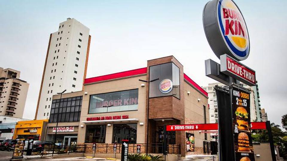 Burger King possui vagas para pessoas com deficiência, loja do Burger King
