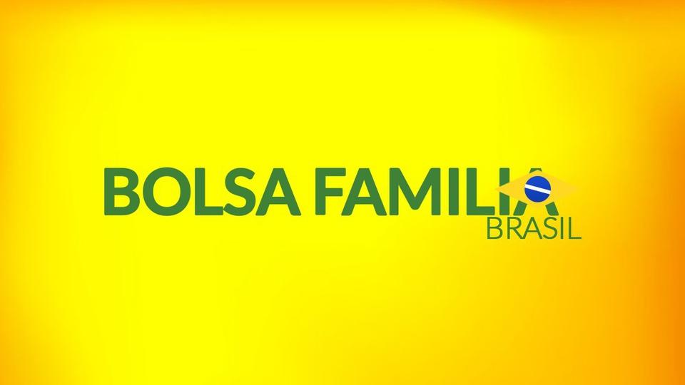 Bolsa Família: nome do programa escrito em verde em fundo amarelo com uma bandeira do Brasil no último A