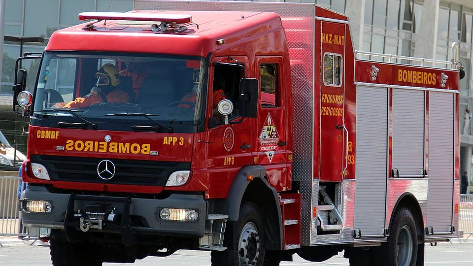concurso Bombeiros TO: a imagem mostra um caminhão de bombeiros na rua