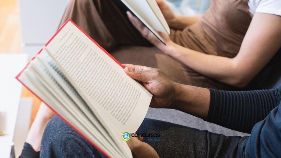 Concurso Câmara de Palmares: a foto mostra pessoas lendo livros