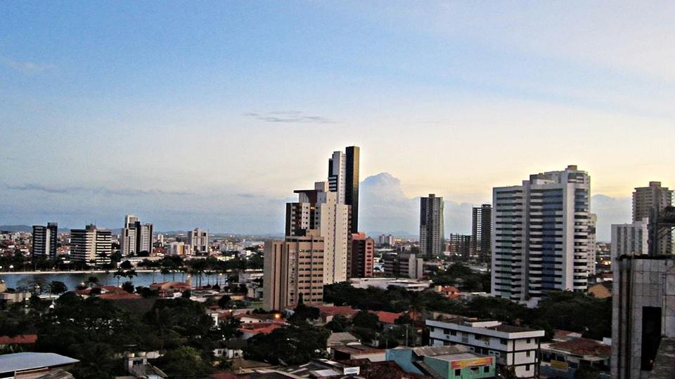 Concurso Campina Grande PB: a foto mostra a cidade de Campina Grande, Paraíba, o centro urbano, com prédios, casas, comércio, vistos de longe