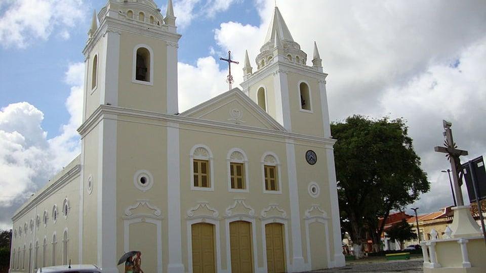 Concurso Cascavel - CE: a foto mostra a igreja matriz da cidade de Cascavel, no Ceará