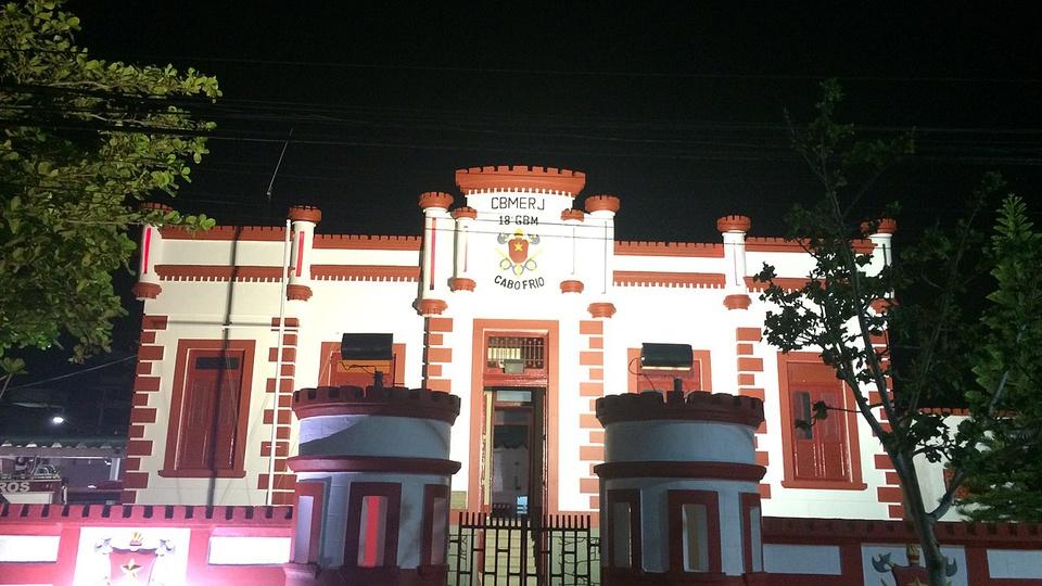 Concurso CBMERJ: fachada do prédio do Corpo de Bombeiros Militar do Rio de Janeiro na cidade de Cabo Frio