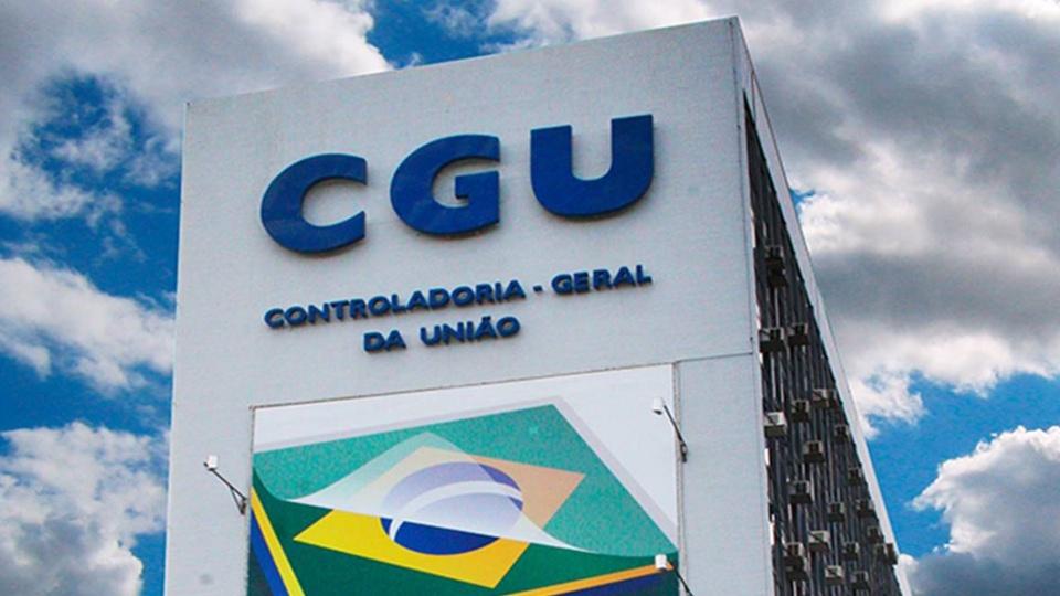 Concurso CGU: #PraCegoVer fachada do prédio da CGU, em Brasília. As letras da sigla aparecem em destaque na cor azul.