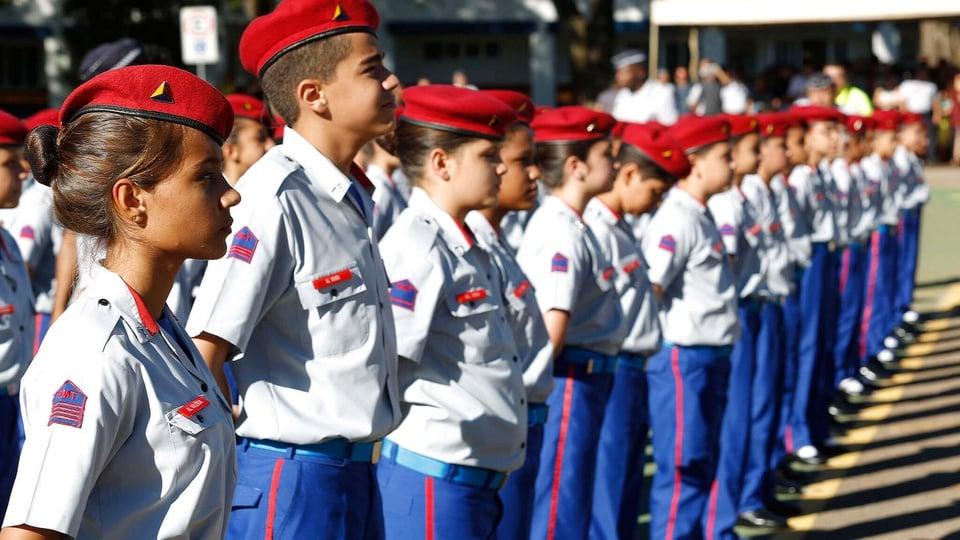 Concurso Colégio Militar: alunos do colégio militar de brasília em formação