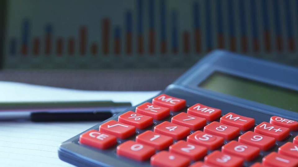 Concurso CRC AP: calculadora sobre a mesa