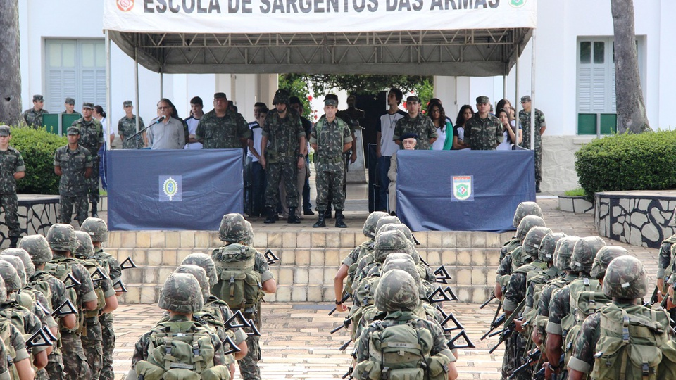 Concurso Exército ESA 2021; evento com soldados na ESA