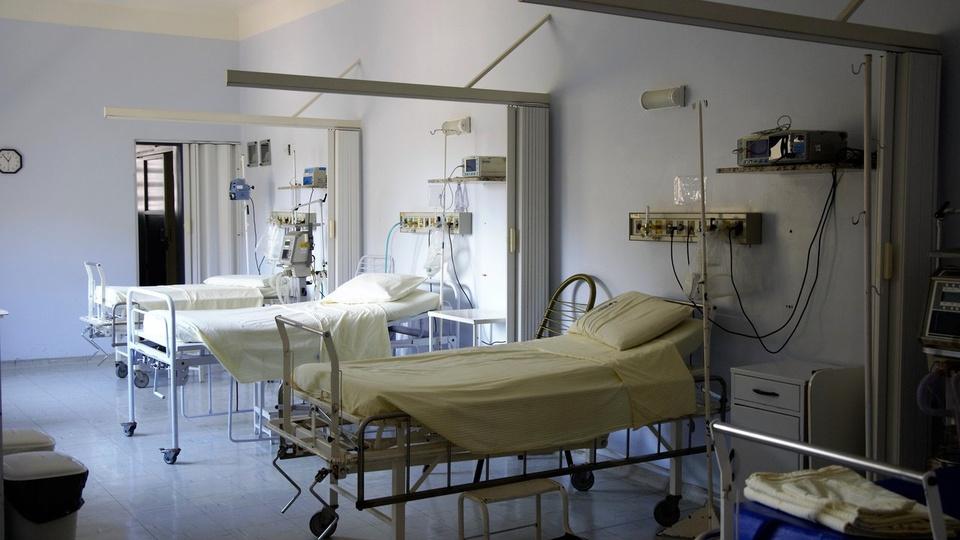 Fundação de Saúde do Ceará: fotografia de leitos de hospital