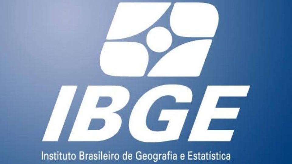 censo 2021: a imagem mostra a logo do IBGE em branco no fundo azul