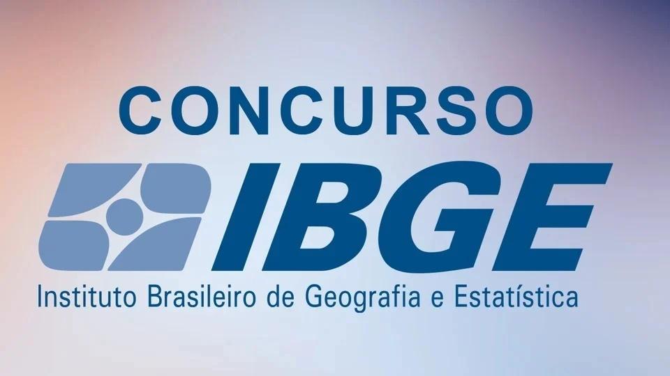 Concurso IBGE para Censo 2021: logo do IBGE em fundo desfocado
