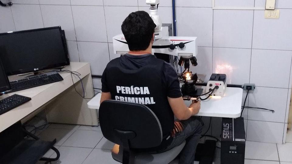 concurso itep rn - a foto mostra um servidor da perícia criminal do Instituto Técnico-Científico de Perícia do Rio Grande do Norte