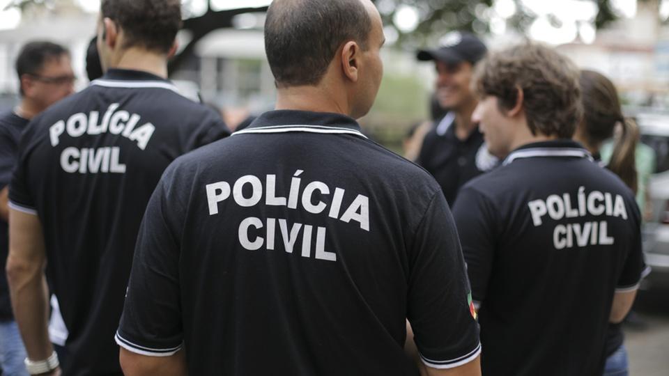 concurso pc rn: a imagem mostra policiais civis de costas para a câmera