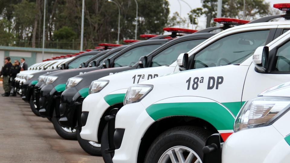 Provas do concurso PCDF podem ser aplicadas até fevereiro: veículos da Polícia Civil do Distrito Federal. Eles estão estacionados em ambiente aberto