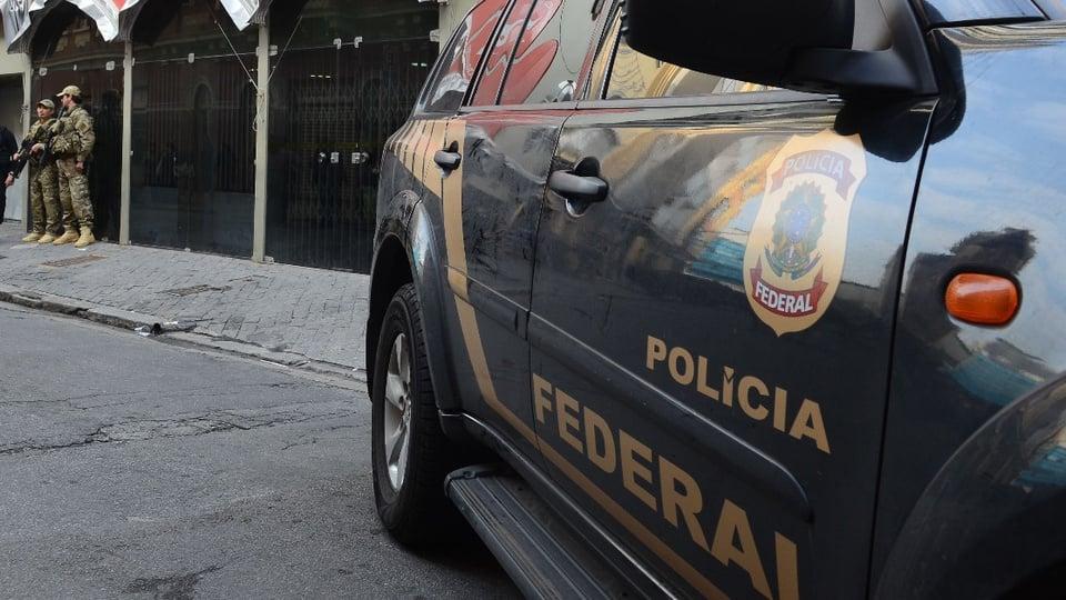 Bolsonaro diz que o edital do concurso PF está sendo finalizado: enquadramento em veículo da Polícia Federal