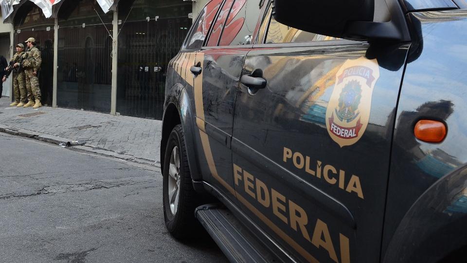 Provas do concurso Polícia Federal aplicadas dois meses após edital: enquadramento em viatura da Polícia Federal, de baixo pra cima