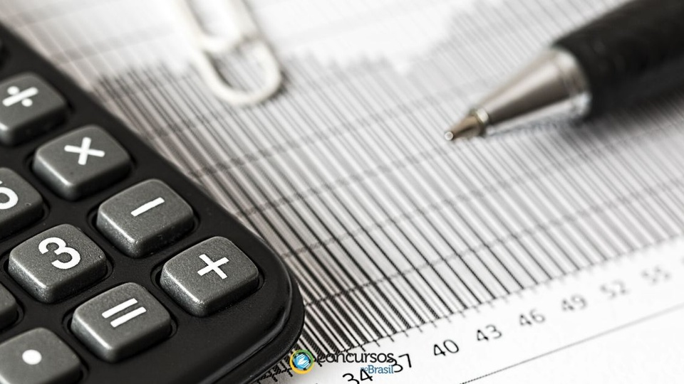 Concurso Pinhal - PR:  calculadora, papel e caneta