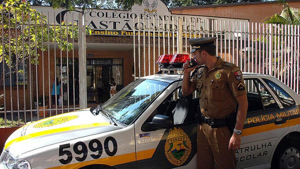 Concurso PM PR: viatura da PM PR fazendo uma patrulha escolar