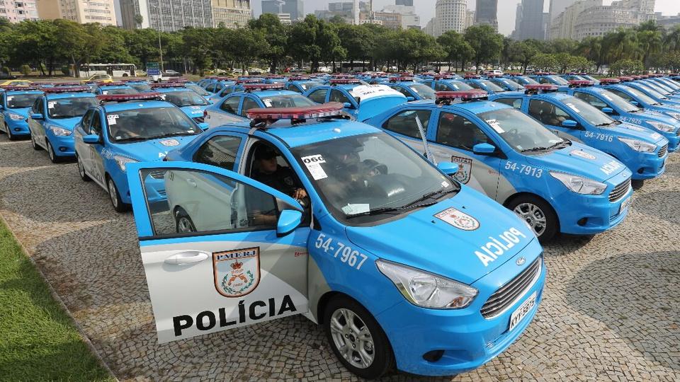 Requisitos e vencimento para Oficial da PMERJ: viaturas da Polícia Militar do estado do Rio de Janeiro