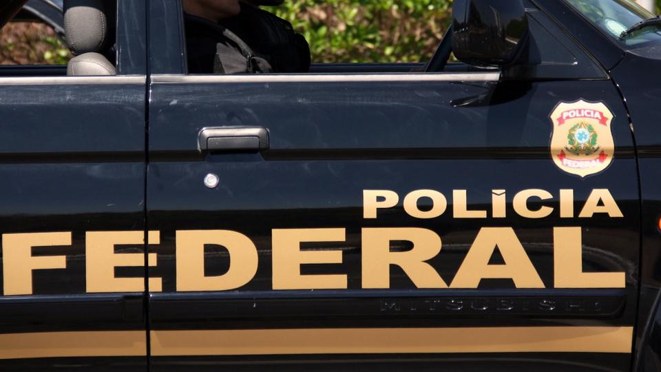 Concurso Polícia Federal: lateral de viatura da Polícia Federal