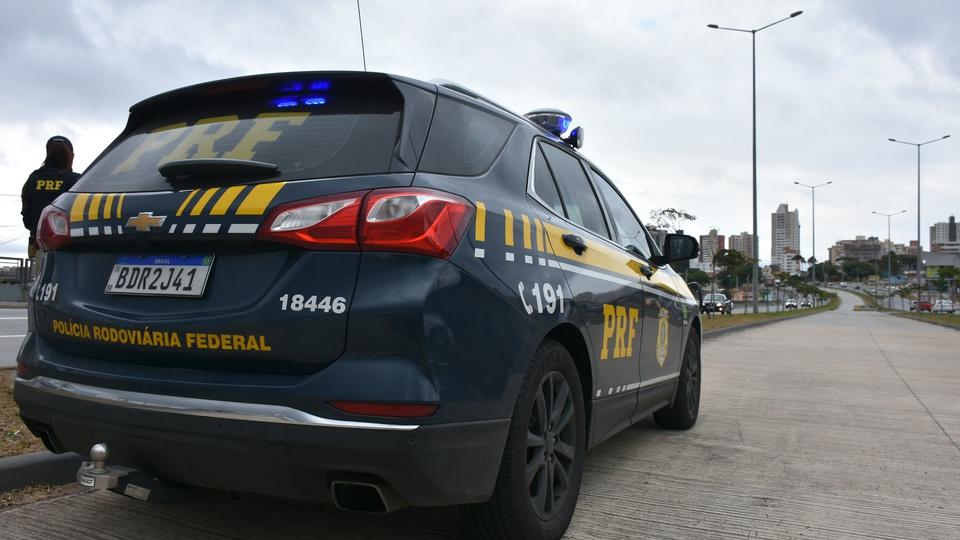 Concurso Polícia Federal: novo certame pode ter 34 vagas para Perito; viatura da PRF