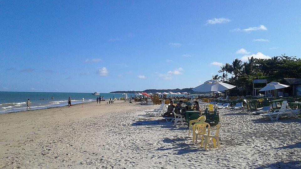 Concurso Porto Seguro - BA: a foto mostra Vista da Praia dos Coqueiros no distrito de Trancoso, em Porto Seguro, Bahia, Brasil.