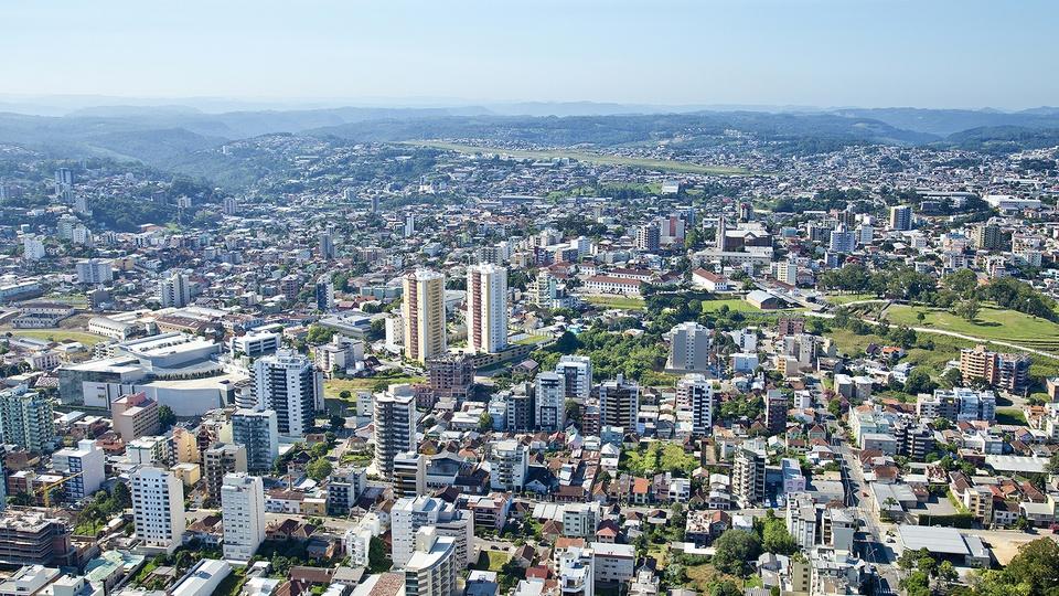 Concurso Prefeitura de Caxias do Sul - RS: vista área da cidade de Caxias do Sul