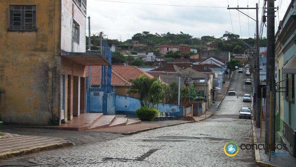 Rua 20 de Agosto, em São Simão - SP