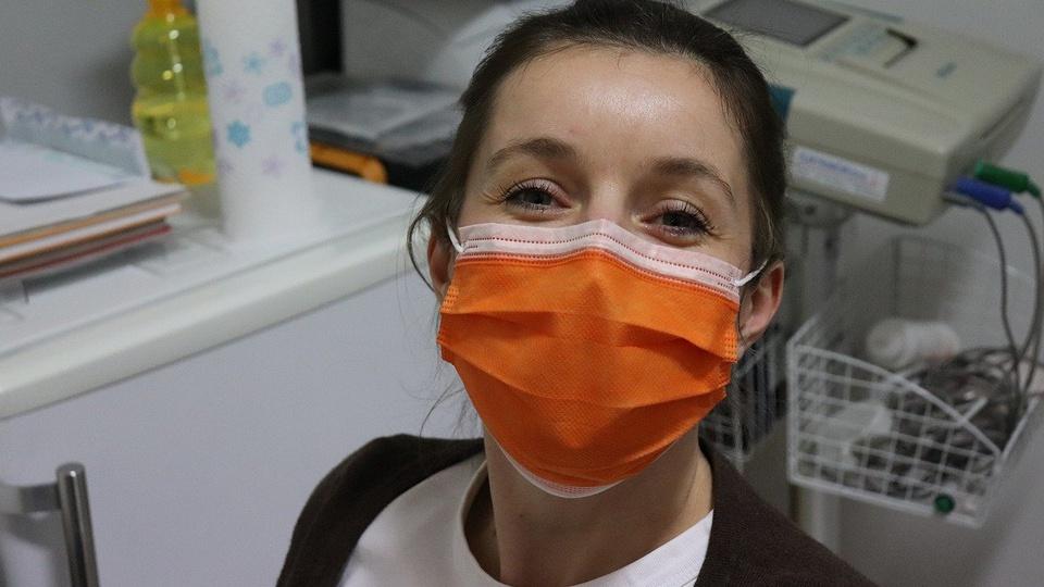 Processo seletivo Prefeitura de Viana - ES: mulher de máscara cirúrgica