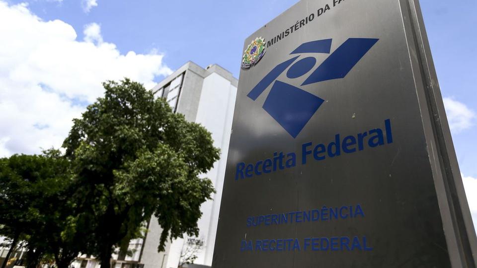 concurso Receita Federal: a imagem mostra um totem da Receita Federal