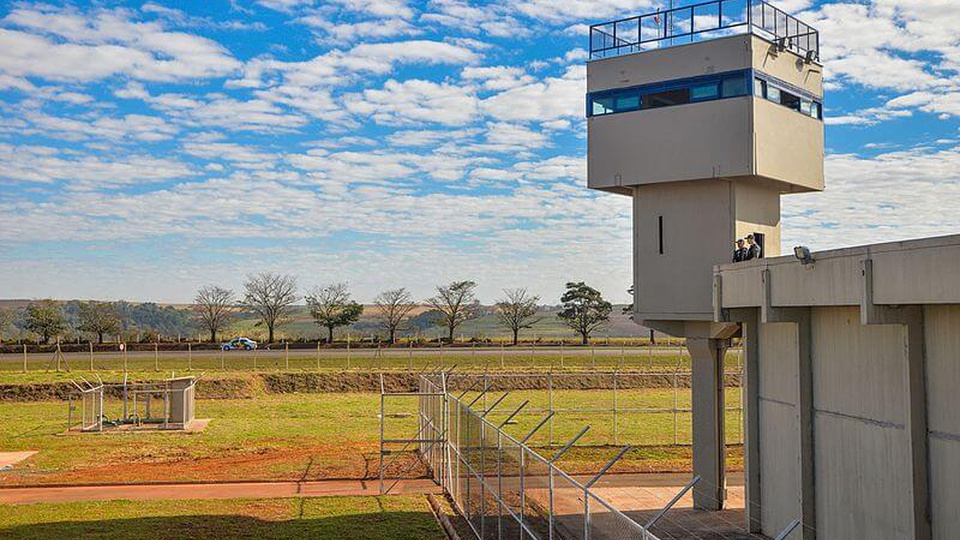 Concurso SEJUC - SE: a foto mostra Penitenciária Masculina na SP-147 Rodovia Deputado Laércio Corte, km 132. Local: Piracicaba/S
