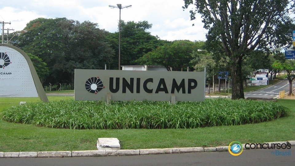Concurso UNICAMP: foto mostra monumento de pedra em uma das entradas da Unicamp