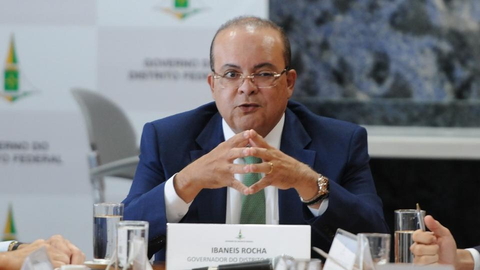 Governador deve enviar proposta para prorrogar validade dos concursos DF: enquadramento médio em Ibaneis Rocha, governador do Distrito Federal