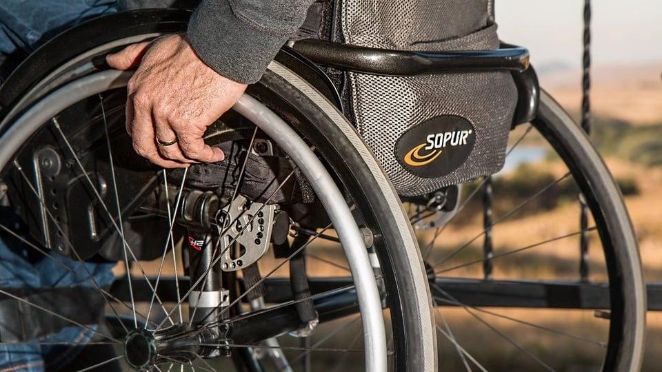 Concursos DF: sancionada lei de Estatuto para pessoas com deficiência, cadeirante