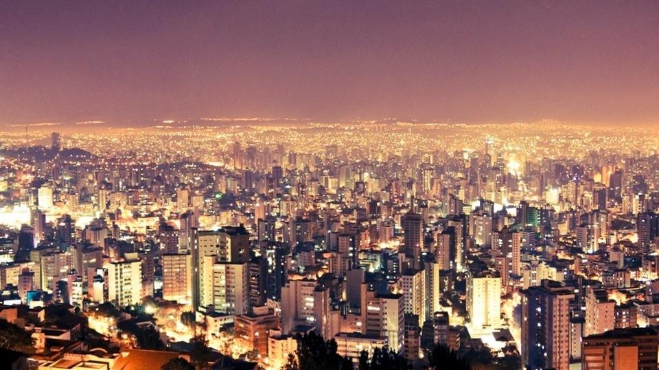 Concursos em Belo Horizonte: fotografia aérea de belo horizonte à noite