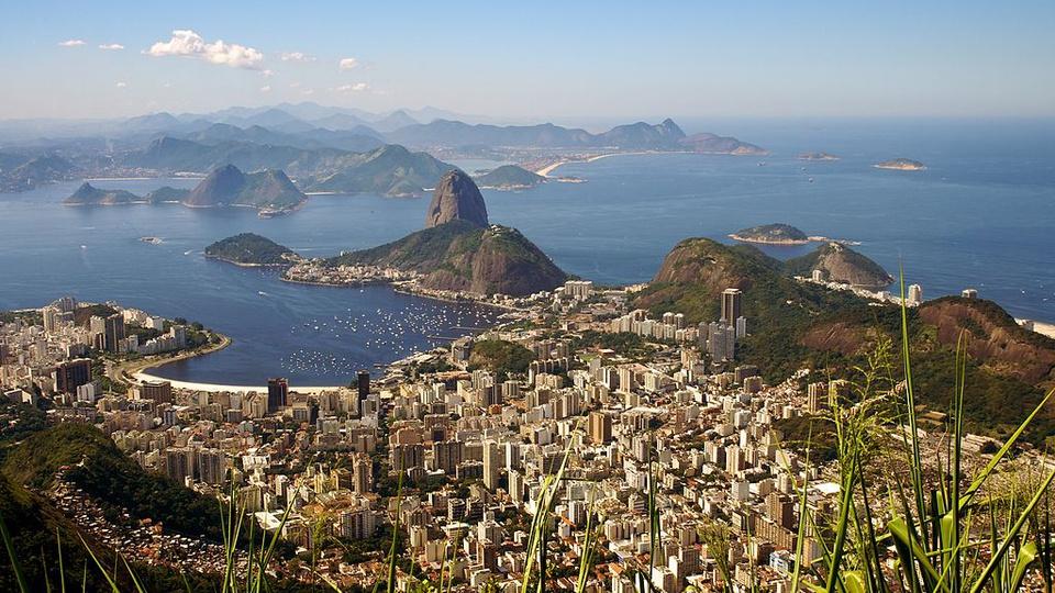 concursos RJ regime fiscal: a imagem mostra visão aérea do Pão de Açúcar na capital do Rio de Janeiro