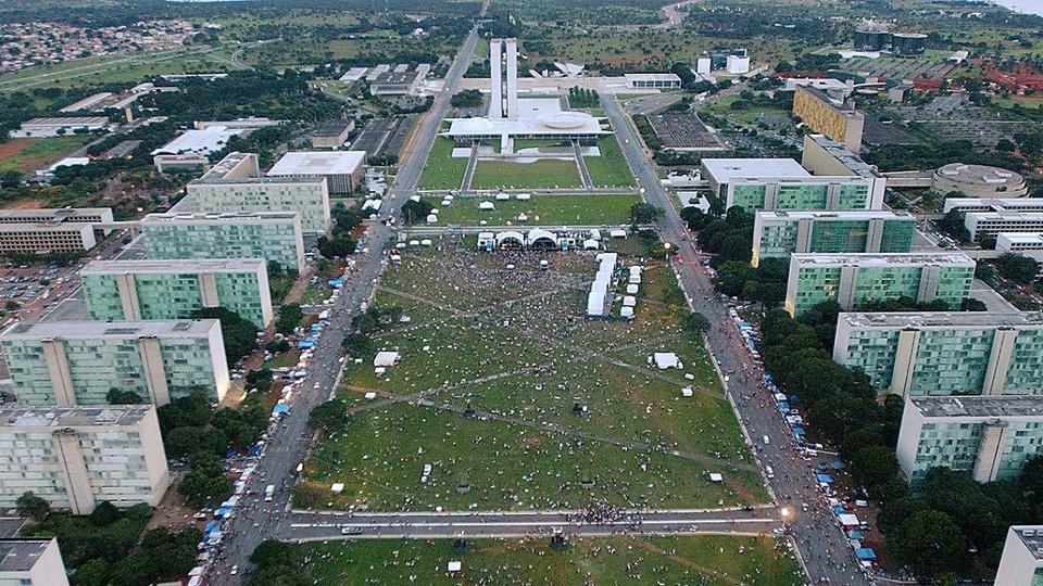 Dia do Servidor: imagem aérea do eixo monumental com os ministérios nas laterais e o congresso nacional ao fundo