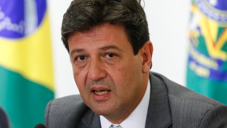 Concurso Ministério da Saúde: enquadramento fechado no rosto do ex-ministro de Saúde, Luiz Henrique Mandetta