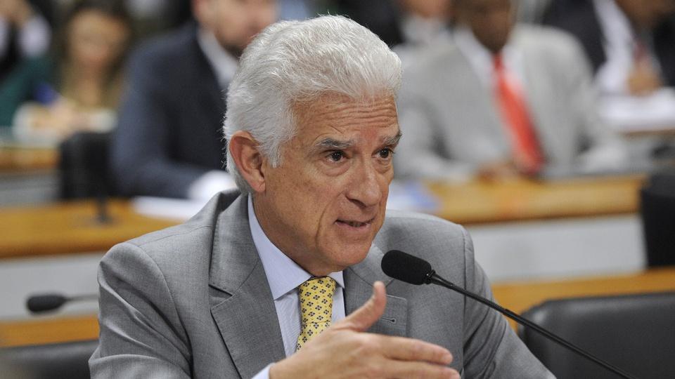 Partidos pretendem cortar benefícios dos atuais servidores: deputado Rubens Bueno em pronunciamento
