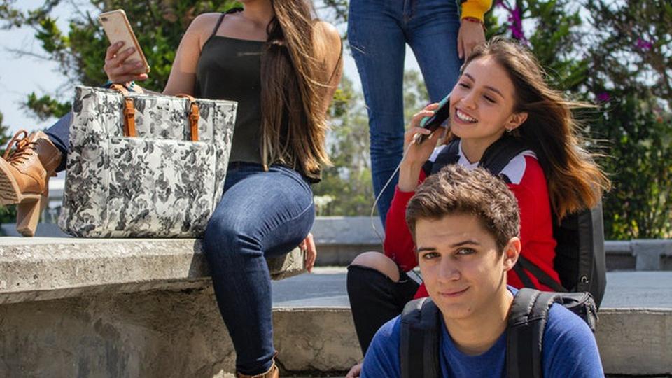 Prefeitura de Doutor Severiano: Jovens em uma escada
