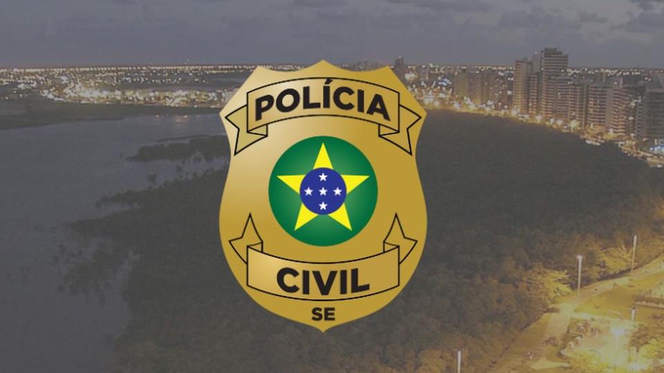 Concurso PC SE: brasão da Polícia Civil de Sergipe colocado sobre foto de praia do estado
